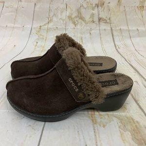 Crocs women's 8 faux fur lined clogs mule euc